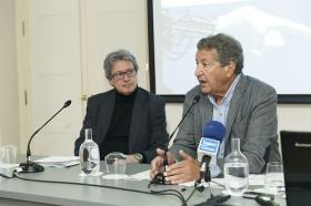 """Seminario sobre la cuarta revolución tecnológica en la Fundación Cajasol (12) • <a style=""""font-size:0.8em;"""" href=""""http://www.flickr.com/photos/129072575@N05/27554969068/"""" target=""""_blank"""">View on Flickr</a>"""