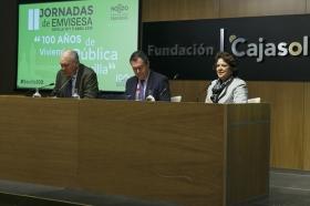 """Jornadas '100 años de vivienda pública en Sevilla' desde la Fundación Cajasol (7) • <a style=""""font-size:0.8em;"""" href=""""http://www.flickr.com/photos/129072575@N05/40669656114/"""" target=""""_blank"""">View on Flickr</a>"""