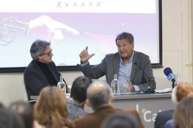 """Seminario sobre la cuarta revolución tecnológica en la Fundación Cajasol (10) • <a style=""""font-size:0.8em;"""" href=""""http://www.flickr.com/photos/129072575@N05/41426747611/"""" target=""""_blank"""">View on Flickr</a>"""