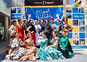 "'Cajasol de Volantes': Desfile moda flamenca 2018 en Huelva • <a style=""font-size:0.8em;"" href=""http://www.flickr.com/photos/129072575@N05/41192106014/"" target=""_blank"">View on Flickr</a>"