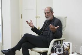 """Presentación del libro 'Leonard Cohen y el Zen' en Sevilla (5) • <a style=""""font-size:0.8em;"""" href=""""http://www.flickr.com/photos/129072575@N05/42436916344/"""" target=""""_blank"""">View on Flickr</a>"""