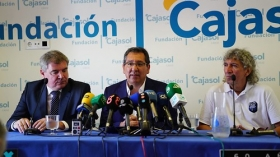 "Presentación de '60 años de Magia' en Cádiz (7) • <a style=""font-size:0.8em;"" href=""http://www.flickr.com/photos/129072575@N05/42646791664/"" target=""_blank"">View on Flickr</a>"