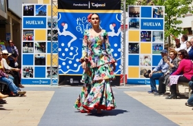 "'Cajasol de Volantes': Desfile moda flamenca 2018 en Huelva (15) • <a style=""font-size:0.8em;"" href=""http://www.flickr.com/photos/129072575@N05/41866461852/"" target=""_blank"">View on Flickr</a>"
