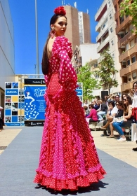 "'Cajasol de Volantes': Desfile moda flamenca 2018 en Huelva (2) • <a style=""font-size:0.8em;"" href=""http://www.flickr.com/photos/129072575@N05/28039368038/"" target=""_blank"">View on Flickr</a>"