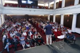 """Conferencia 'Descubre tu cien x cien', de Juan Luis Muñoz Escassi (7) • <a style=""""font-size:0.8em;"""" href=""""http://www.flickr.com/photos/129072575@N05/42061473575/"""" target=""""_blank"""">View on Flickr</a>"""