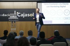 "II Ciclo Fundación Cajasol en un Tuit: Juan Merodio (6) • <a style=""font-size:0.8em;"" href=""http://www.flickr.com/photos/129072575@N05/41619159234/"" target=""_blank"">View on Flickr</a>"