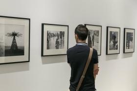 """Exposición 'ESPAÑA AÑOS 50', de Carlos Saura, en la Fundación Cajasol (16) • <a style=""""font-size:0.8em;"""" href=""""http://www.flickr.com/photos/129072575@N05/43318063261/"""" target=""""_blank"""">View on Flickr</a>"""