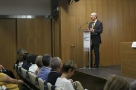"""Entrega del IV Premio Ángel Solidario 'José María Trancoso' en la Fundación Cajasol (3) • <a style=""""font-size:0.8em;"""" href=""""http://www.flickr.com/photos/129072575@N05/28469326377/"""" target=""""_blank"""">View on Flickr</a>"""
