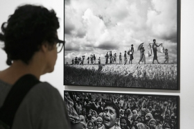 "Exposición 'World Press Photo 2018' en la Fundación Cajasol (Sevilla) (4) • <a style=""font-size:0.8em;"" href=""http://www.flickr.com/photos/129072575@N05/41696751622/"" target=""_blank"">View on Flickr</a>"