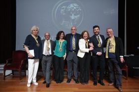 """Entrega de los VII Premios por la Igualdad Adriano Antinoo en la Fundación Cajasol • <a style=""""font-size:0.8em;"""" href=""""http://www.flickr.com/photos/129072575@N05/42072990911/"""" target=""""_blank"""">View on Flickr</a>"""