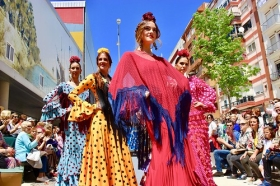 "'Cajasol de Volantes': Desfile moda flamenca 2018 en Huelva (14) • <a style=""font-size:0.8em;"" href=""http://www.flickr.com/photos/129072575@N05/41866461622/"" target=""_blank"">View on Flickr</a>"
