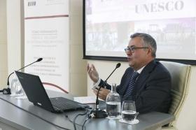 """Conferencia de José Beltrán Fortes en el Seminario sobre Itálica en la Fundación Cajasol (2) • <a style=""""font-size:0.8em;"""" href=""""http://www.flickr.com/photos/129072575@N05/41241191675/"""" target=""""_blank"""">View on Flickr</a>"""