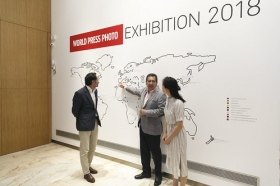 "Exposición 'World Press Photo 2018' en la Fundación Cajasol (Sevilla) (14) • <a style=""font-size:0.8em;"" href=""http://www.flickr.com/photos/129072575@N05/41696754192/"" target=""_blank"">View on Flickr</a>"