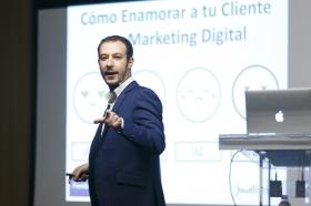 "II Ciclo Fundación Cajasol en un Tuit: Juan Merodio (7) • <a style=""font-size:0.8em;"" href=""http://www.flickr.com/photos/129072575@N05/42293645962/"" target=""_blank"">View on Flickr</a>"