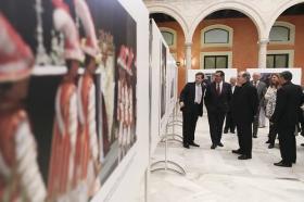 """Exposición 'Un Santo en Sevilla. 25 años, 25 huellas del Papa Juan Pablo II' (26) • <a style=""""font-size:0.8em;"""" href=""""http://www.flickr.com/photos/129072575@N05/41607692165/"""" target=""""_blank"""">View on Flickr</a>"""