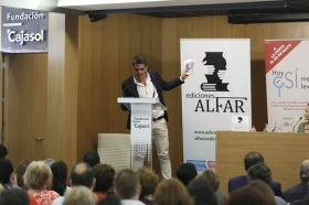 """Presentación del libro 'Hoy sí me puedo levantar', de Roberto Arrocha (5) • <a style=""""font-size:0.8em;"""" href=""""http://www.flickr.com/photos/129072575@N05/41048207690/"""" target=""""_blank"""">View on Flickr</a>"""