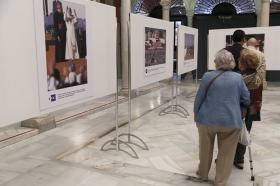 """Exposición 'Un Santo en Sevilla. 25 años, 25 huellas del Papa Juan Pablo II' (14) • <a style=""""font-size:0.8em;"""" href=""""http://www.flickr.com/photos/129072575@N05/41607684905/"""" target=""""_blank"""">View on Flickr</a>"""