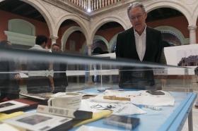 """Exposición 'Un Santo en Sevilla. 25 años, 25 huellas del Papa Juan Pablo II' (16) • <a style=""""font-size:0.8em;"""" href=""""http://www.flickr.com/photos/129072575@N05/41607685355/"""" target=""""_blank"""">View on Flickr</a>"""