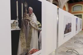 """Exposición 'Un Santo en Sevilla. 25 años, 25 huellas del Papa Juan Pablo II' (19) • <a style=""""font-size:0.8em;"""" href=""""http://www.flickr.com/photos/129072575@N05/41607686185/"""" target=""""_blank"""">View on Flickr</a>"""