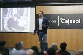 "II Ciclo Fundación Cajasol en un Tuit: Juan Merodio (2) • <a style=""font-size:0.8em;"" href=""http://www.flickr.com/photos/129072575@N05/41619158684/"" target=""_blank"">View on Flickr</a>"