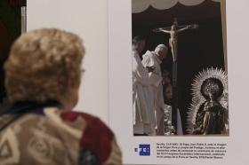 """Exposición 'Un Santo en Sevilla. 25 años, 25 huellas del Papa Juan Pablo II' (15) • <a style=""""font-size:0.8em;"""" href=""""http://www.flickr.com/photos/129072575@N05/28637046668/"""" target=""""_blank"""">View on Flickr</a>"""