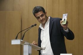 """Presentación del libro 'Hoy sí me puedo levantar', de Roberto Arrocha (3) • <a style=""""font-size:0.8em;"""" href=""""http://www.flickr.com/photos/129072575@N05/41958256105/"""" target=""""_blank"""">View on Flickr</a>"""