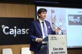 """Presentación oficial del libro 'Cien años de fútbol andaluz: Centenario de la Real Federación Andaluza de Fútbol' (4) • <a style=""""font-size:0.8em;"""" href=""""http://www.flickr.com/photos/129072575@N05/41718107980/"""" target=""""_blank"""">View on Flickr</a>"""