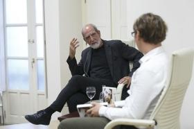 """Presentación del libro 'Leonard Cohen y el Zen' en Sevilla (7) • <a style=""""font-size:0.8em;"""" href=""""http://www.flickr.com/photos/129072575@N05/42436917074/"""" target=""""_blank"""">View on Flickr</a>"""