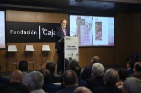"""Presentación oficial del libro 'Cien años de fútbol andaluz: Centenario de la Real Federación Andaluza de Fútbol' (6) • <a style=""""font-size:0.8em;"""" href=""""http://www.flickr.com/photos/129072575@N05/41718108100/"""" target=""""_blank"""">View on Flickr</a>"""