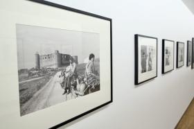 """Exposición 'ESPAÑA AÑOS 50', de Carlos Saura, en la Fundación Cajasol (14) • <a style=""""font-size:0.8em;"""" href=""""http://www.flickr.com/photos/129072575@N05/43318062871/"""" target=""""_blank"""">View on Flickr</a>"""