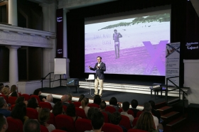 """Conferencia 'Descubre tu cien x cien', de Juan Luis Muñoz Escassi • <a style=""""font-size:0.8em;"""" href=""""http://www.flickr.com/photos/129072575@N05/29090691928/"""" target=""""_blank"""">View on Flickr</a>"""