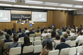 """Entrega del IV Premio Ángel Solidario 'José María Trancoso' en la Fundación Cajasol (11) • <a style=""""font-size:0.8em;"""" href=""""http://www.flickr.com/photos/129072575@N05/42621042544/"""" target=""""_blank"""">View on Flickr</a>"""