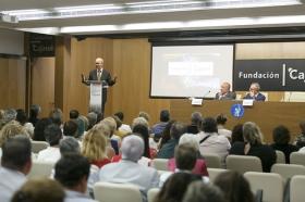 """Entrega del IV Premio Ángel Solidario 'José María Trancoso' en la Fundación Cajasol (4) • <a style=""""font-size:0.8em;"""" href=""""http://www.flickr.com/photos/129072575@N05/29468343778/"""" target=""""_blank"""">View on Flickr</a>"""