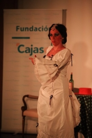 "Del Teatro al Cole 2018 en Córdoba: 'Sinsabores de una bata de cola' (3) • <a style=""font-size:0.8em;"" href=""http://www.flickr.com/photos/129072575@N05/29608049797/"" target=""_blank"">View on Flickr</a>"