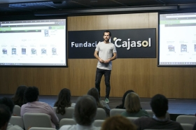 "Fundación Cajasol en Redes: Carlos Bravo (2) • <a style=""font-size:0.8em;"" href=""http://www.flickr.com/photos/129072575@N05/45576706941/"" target=""_blank"">View on Flickr</a>"