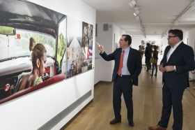 "Exposición World Press Photo 2017 en la Fundación Cajasol (22) • <a style=""font-size:0.8em;"" href=""http://www.flickr.com/photos/129072575@N05/34360720546/"" target=""_blank"">View on Flickr</a>"