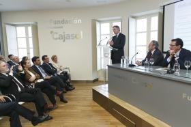"""Encuentro de Embajadores en la Fundación Cajasol: Yuri Korchagin (6) • <a style=""""font-size:0.8em;"""" href=""""http://www.flickr.com/photos/129072575@N05/34360714796/"""" target=""""_blank"""">View on Flickr</a>"""