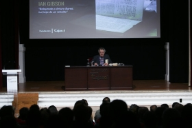 "Letras en Sevilla: Ian Gibson (15) • <a style=""font-size:0.8em;"" href=""http://www.flickr.com/photos/129072575@N05/34578389241/"" target=""_blank"">View on Flickr</a>"