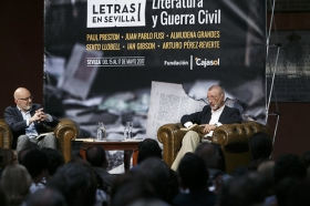 "Letras en Sevilla: Arturo Pérez-Reverte (4) • <a style=""font-size:0.8em;"" href=""http://www.flickr.com/photos/129072575@N05/34305116190/"" target=""_blank"">View on Flickr</a>"