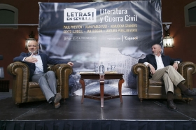 "Letras en Sevilla: Arturo Pérez-Reverte (25) • <a style=""font-size:0.8em;"" href=""http://www.flickr.com/photos/129072575@N05/34528157982/"" target=""_blank"">View on Flickr</a>"