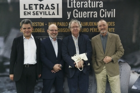 "Letras en Sevilla: Mesa redonda sobre hispanistas • <a style=""font-size:0.8em;"" href=""http://www.flickr.com/photos/129072575@N05/33919532043/"" target=""_blank"">View on Flickr</a>"