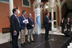 """Presentación del disco 'Por sevillanas' en la Fundación Cajasol (13) • <a style=""""font-size:0.8em;"""" href=""""http://www.flickr.com/photos/129072575@N05/33591769813/"""" target=""""_blank"""">View on Flickr</a>"""