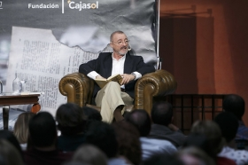 "Letras en Sevilla: Arturo Pérez-Reverte (3) • <a style=""font-size:0.8em;"" href=""http://www.flickr.com/photos/129072575@N05/34305116010/"" target=""_blank"">View on Flickr</a>"