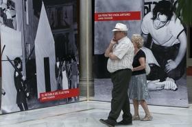 """Exposición 'El compromiso de un pueblo. 50 años de Teatro Lebrijano' en la Fundación Cajasol (2) • <a style=""""font-size:0.8em;"""" href=""""http://www.flickr.com/photos/129072575@N05/34069786353/"""" target=""""_blank"""">View on Flickr</a>"""
