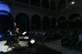 """Concierto de Revólver en la Fundación Cajasol (5) • <a style=""""font-size:0.8em;"""" href=""""http://www.flickr.com/photos/129072575@N05/35353398701/"""" target=""""_blank"""">View on Flickr</a>"""