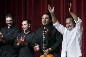 "Jueves Flamencos de la Fundación Cajasol: Manuel Moreno 'El Pele' (20) • <a style=""font-size:0.8em;"" href=""http://www.flickr.com/photos/129072575@N05/35153181316/"" target=""_blank"">View on Flickr</a>"
