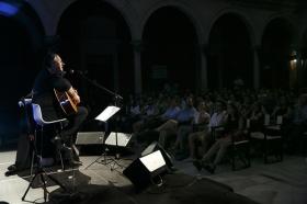 """Concierto de Revólver en la Fundación Cajasol (6) • <a style=""""font-size:0.8em;"""" href=""""http://www.flickr.com/photos/129072575@N05/35316643272/"""" target=""""_blank"""">View on Flickr</a>"""