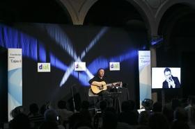 """Concierto de Revólver en la Fundación Cajasol (16) • <a style=""""font-size:0.8em;"""" href=""""http://www.flickr.com/photos/129072575@N05/35097442890/"""" target=""""_blank"""">View on Flickr</a>"""
