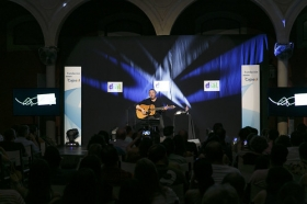 """Concierto de Revólver en la Fundación Cajasol (14) • <a style=""""font-size:0.8em;"""" href=""""http://www.flickr.com/photos/129072575@N05/35097442680/"""" target=""""_blank"""">View on Flickr</a>"""