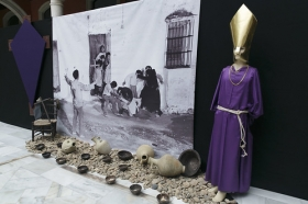 """Exposición 'El compromiso de un pueblo. 50 años de Teatro Lebrijano' en la Fundación Cajasol (10) • <a style=""""font-size:0.8em;"""" href=""""http://www.flickr.com/photos/129072575@N05/34748764221/"""" target=""""_blank"""">View on Flickr</a>"""